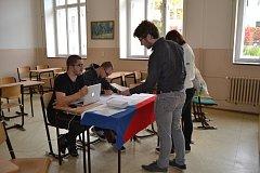 Studenti Gymnázia Pierra de Coubertina v Táboře si ve studentských volbách letos vybírali z hlasovacích lístků již potřetí.
