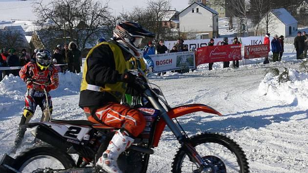 Další ze závodů mistrovství republiky v motoskijöringu přilákal do Rodné přes šest stovek diváků.