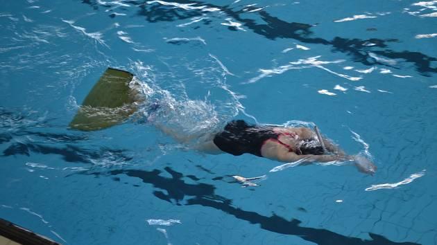 Málokdo si dovede představit, že při vytrvalostním tempu běžně třináctiletá dívka uplave i 6,5 kilometru. Plavkyně i plavci musejí mít skvělou fyzickou kondici.
