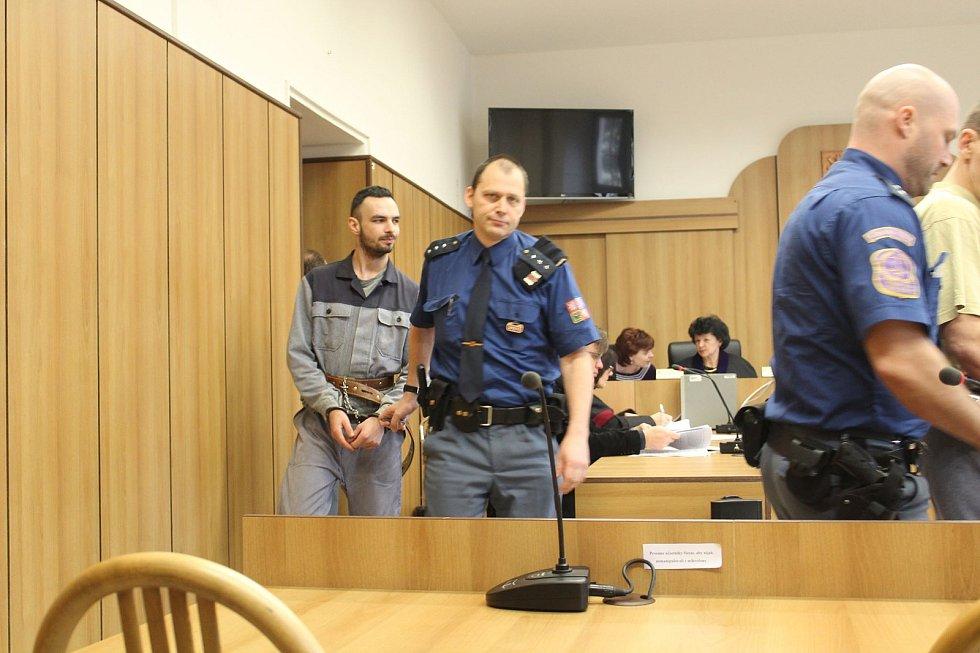 Filip Vondrák ani tentokrát u soudu nevypovídal. Po rozsudku se vzdal práva na odvolání a svůj trest přijal.