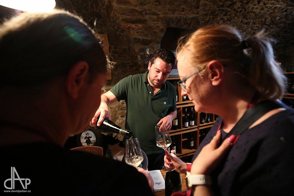V Táboře se středověkými sklepy putovalo za vínem.