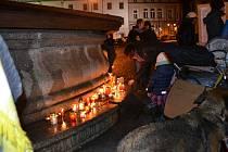 Pietní akt na Žižkově náměstí v Táboře v pátek připomenul výročí listopadových událostí let 1939 a 1989.