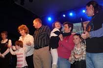 S Nelou vysoupila na pódium celá rodina Příkopových.