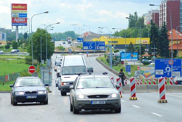 Místem, kde se často tvoří kolony je i hlavní tah na České Budějovice u táborského Tesca.
