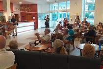 Galerií Záliv zněl potlesk stovky hostů.