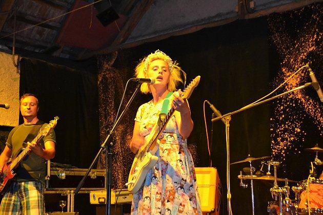 Punková písničkářka Nikola Muchová.