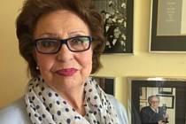 1) Růžena Gíza Černá se narodila 21. října 1931 v Praze u Apolináře. V 17 letech se seznámila díky své sestřenici s filmovým architektem Karlem Černým, do kterého se zamilovala a vzala si ho. V roce 2009 se přestěhovali z Prahy do Tábora, kde zůstala i po