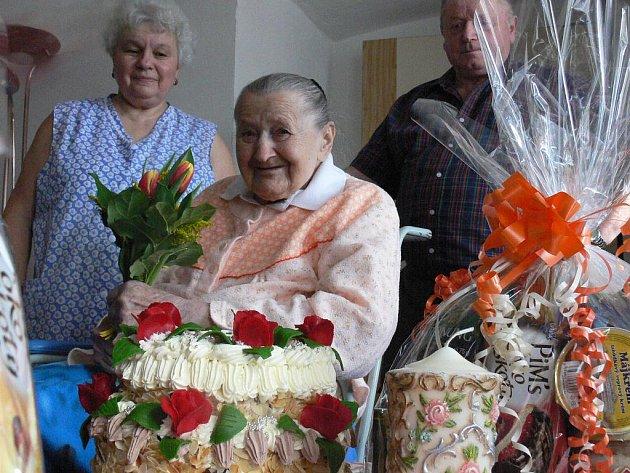 Sté narozeniny oslavila jubilantka v kruhu svých nejbližších.