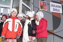 Na svoji školu nedají Malšičtí dopustit. Loni tu dokončili přístavbu mateřinky, nová je i tělocvična a sportovní areál.  Do čeho jiného by se mělo nakonec víc investovat, když ne do dětí, míní starostka Miloslava Šebková.