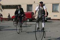 První huštění v Jistebnici provázelo sluníčko. Sjelo se skoro sedmdesát cyklistů