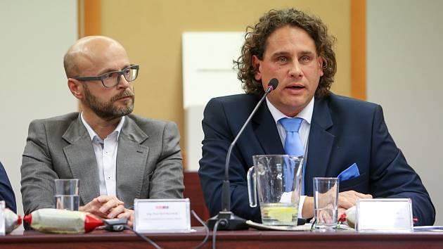 Nový starosta Tábora Štěpán Pavlík (vpravo).