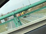 Ještě v odpoledních hodinách byla dálnice D3 u Tábora po ranní nehodě cisterny uzavřená.