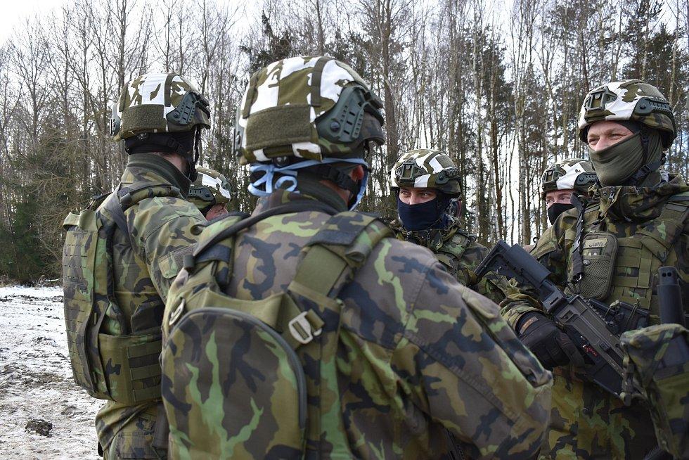 Bechyňští vojáci cvičí na své nasazení v Lotyšsku.