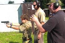 Nejmladšímu členovi klubu je třináct let. Kroužek dětí ale opařanským střelcům chybí.