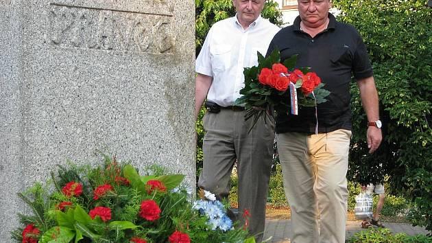 Kladení věnců k památníku mistra Jana Husa