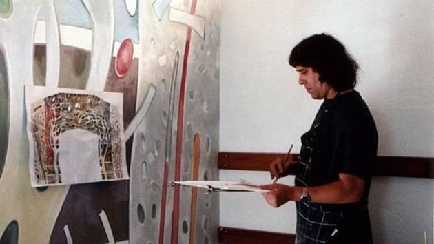 Táborský malíř Teodor Buzu s moldavskými kořeny vdechl nový život malé sakrální stavbě v příhraničí.