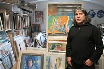 Teodor Buzu ve svém atelieru.