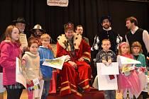 Kouzelné odpoledne si užily děti z Bechyně. Přijel je navštívit Václav Vydra.