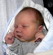 DOMINIK LUKEŠ ZE ŽELČE. Narodil se  3. listopadu ve 14.09 hodin. Jeho váha byla 3490 g, míra rovných 50 cm a doma už má dvě sestry.