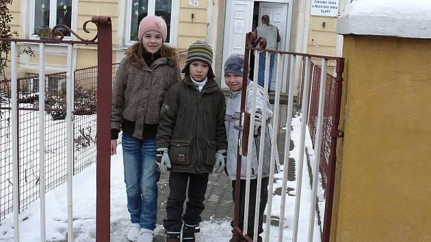 Na svoji školu nedají místní dopustit. Před pěti lety už měla na mále. Dnes ji navštěvuje i díky metodě Montessori čtyřiadvacet žáků první až páté třídy a šestatřicet předškoláků.