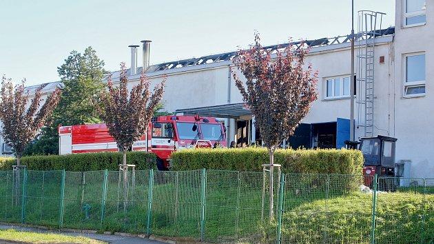 V táborském Brisku hořel objekt plný chemických látek