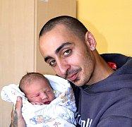 DAVID KELLNER Z VESELÍ NAD LUŽNICÍ. Rodičům Šárce a Davidovi se narodil  18. srpna  třicet minut po třinácté hodině jako jejich prvorozený syn.  Malý David vážil 3060 g a  měřil 51 cm.