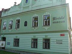 Městské a hasičské muzeum na náměstí.