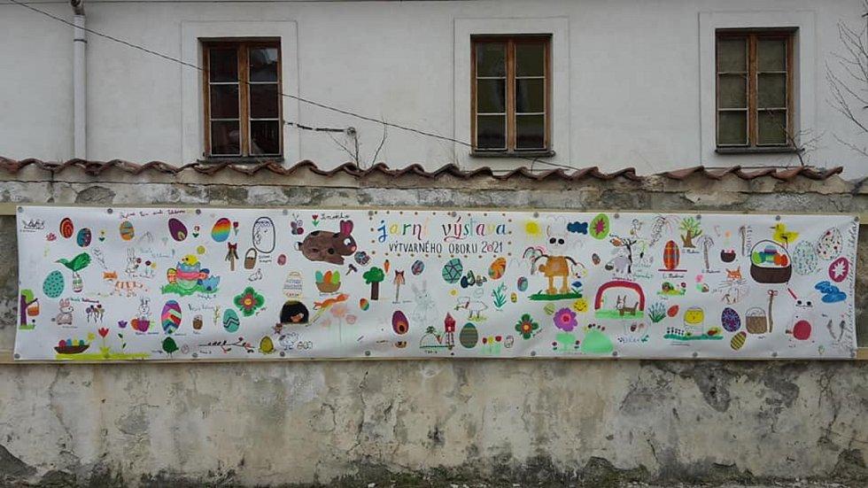 Venkovní výstava výtvarného oboru ZUŠ Bechyně