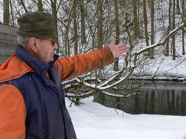 """""""Když nejsou deště, tak teče jen krapítek vody,"""" říká Karel Vančata."""