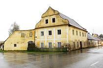 Na statku u Melicharů v Ratibořských Horách bývala pekárna, hostinec a údajně také pošta. Dům je kulturní památkou.