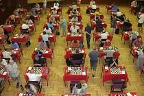 Mezinárodní šachová klání jsou v sále hotelu Palcát v plném proudu.