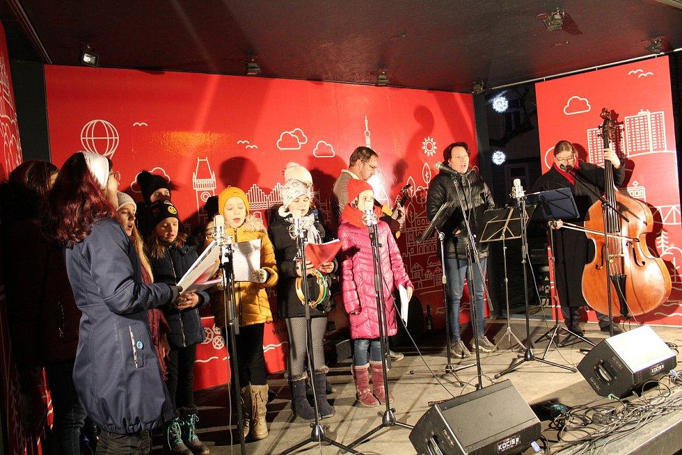 Česko zpívá koledy 2019 v Táboře na náměstí TGM.