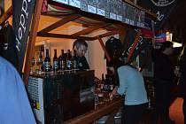 Dvoudenní Střelnický minibeer fest odstartoval v pátek od 16 hodin ve spolkovém domě Střelnice a návštěvníkům nabídl kromě ochutnávky piv také bohatý doprovodný program.