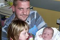 MICHAEL POPPR Z MALŠIC. Narodil se jako druhé dítě v rodině 2. prosince ve 14.45 hodin. Vážil 4150 g, měřil 50 cm a už má sestřičku.