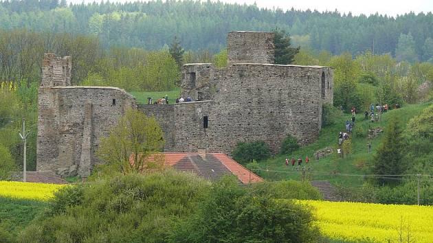 Pochod vede i přes borotínský hrad
