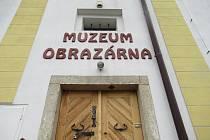 Muzeum a obrazárna Špejchar současnou výstavou udělá radost milovníkům humoru.