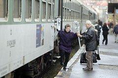 Cestování vlakem.