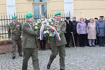 Přesně v 11 hodin v pondělí 11. listopadu zahájili v Bechyni příslušníci 15. ženijního pluku slavnostní akt ke Dni válečných veteránů.