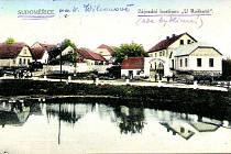Za války novou budovu školy zabrali Němci. Děti proto našly útočiště v zájezdním hostinci U Roškotů, kam si chodily pro úkoly.