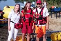 Na kurzech Českého červeného kříže pro veřejnost se Monika Škrdlová (na fotografii vlevo) aktivně podílí.