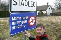 Starosta Stádlce Milan Kelich protestuje proti dělení evropských dotací.