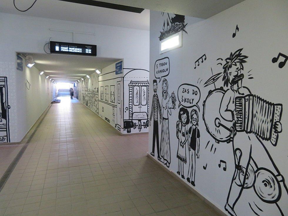 Zatím své největší dílo realizuje Daniel Kyncl, umělec a grafik z Českých Budějovic, v nádražním podchodu ve Veselí nad Lužnicí.