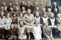 VZPOMÍNKY Novoveských směřovaly také k řídící Anně Pfeiferové. Na tehdejší dobu šlo prý o velmi vzdělanou ženu.