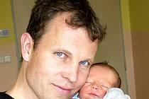 MIKULÁŠ ROHÁNEK Z TÁBORA. Narodil se 10. května v 5.13 hodin jako třetí syn v rodině. Jeho váha byla 3070 g a míra rovných 50 cm.
