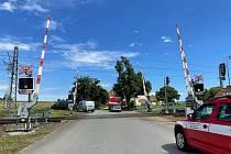 Srážka vlaku s chodcem v Táboře zastavila provoz na trati. Na místě zasahovali záchranáři, vážně zraněného muže transportoval vrtulník do českobudějovické nemocnice.
