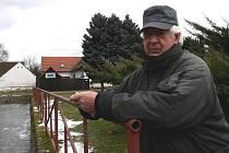 Ve Hvožďanech se  Jan Klůfa narodil. Na čas přesídlil i s rodinou  do Tábora a před dvaceti  lety se vrátil zpět na vesnici.