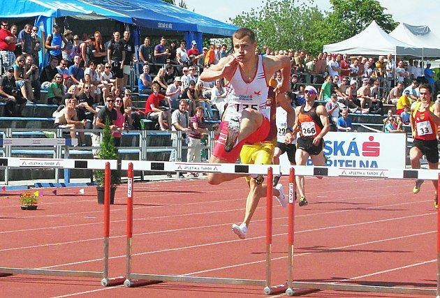 O jeden z nejhodnotnějších běžeckých výkonů se postaral Václav Barák; na 400 metrů překážek prolomil poprvé v kariéře padesátivteřinovou hranici.