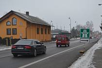 Řidiče na nově zpoplatněný úsek dálnice upozorňují dopravní značky.