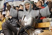 Na druholigový hokej si odskočil z víru Táborských setkání i tento rytíř.