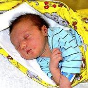 LUKÁŠ SEDLÁČEK Z MĚŠIC. Přišel na svět jako druhé dítě v rodině 18. července v 17.57 hodin. Vážil 3460 g a má sestřičku Terezku (3).